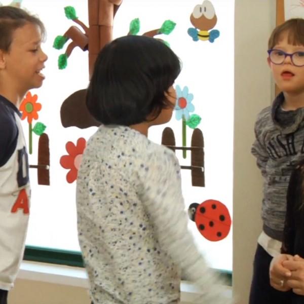 Carlota Corredera con niños de la Fundación