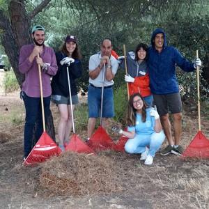 Voluntariado de nuestros amigos de Google en los jardines de nuestra sede de Pozuelo